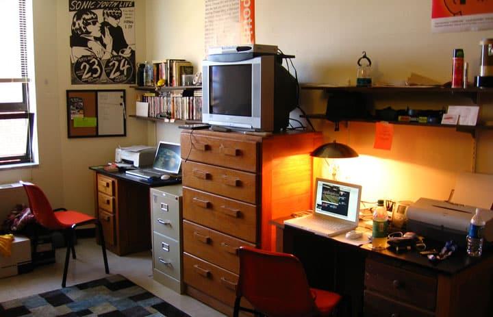 10 Useful Life Hacks For Dorm Living