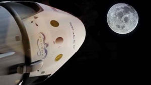 spacex-dragon-moon-mission